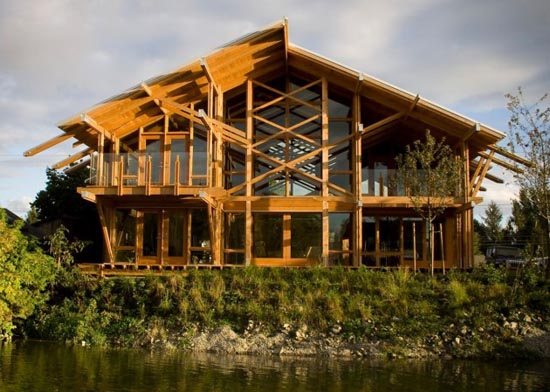 Architect Scott M. Kemp designed the house in Ladner, British Columbia, Canada. Houses are designed as small as possible but allow for maximum flexibility – including the adaptation of the use of the aging population and the subsequent reduced mobility. The design combines the features of sustainability and the house has achieved Platinum LEED rating from the Canada Green Building Council. Houses envisioned as a simple shelter – provide protection from the elements while maximizing the connection to the natural environment of the river, by breaking down barriers of space / indoor outdoor. Transparency through the building to maximize exposure to resolve conflicts with a view to the north of the desire for maximum sunlight.